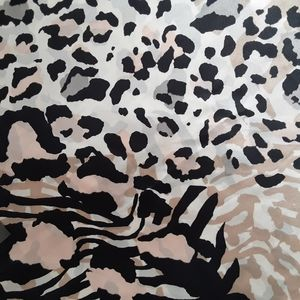 Vince Camuto Animal Mix print Scarf 36×36